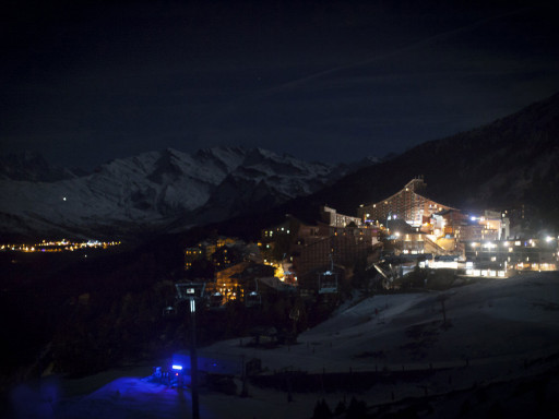 Les Arcs by night